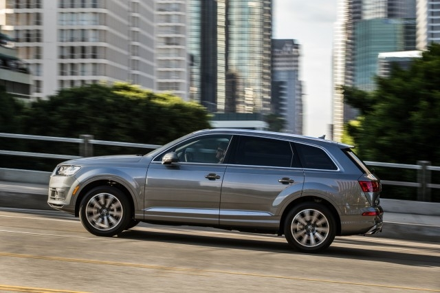 2017 audi q7 vs 2017 volkswagen touareg the car connection Volkswagen Touareg Vs Audi Q7