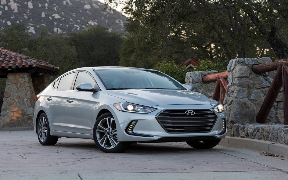 2017 hyundai elantra limited review economy with flair Hyundai Elantra Limited