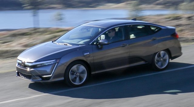 2018 honda clarity review this midsize plug in hybrid could Honda Clarity Plug In Hybrid