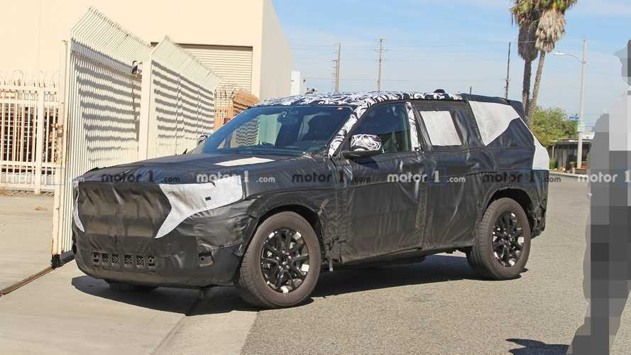 2021 jeep grand cherokee spied for the very first time Jeep Grand Cherokee Spy Shots