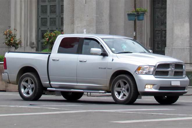 crew cab vs quad cab difference and comparison diffen Dodge Ram Quad Cab Vs Crew Cab