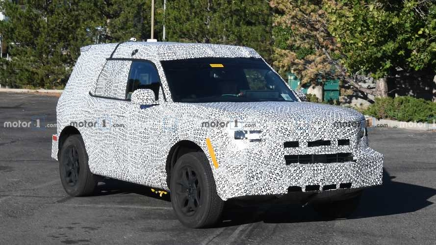 ford ba bronco spy shots offer detailed look at the new suv Ford Bronco Spy Photos