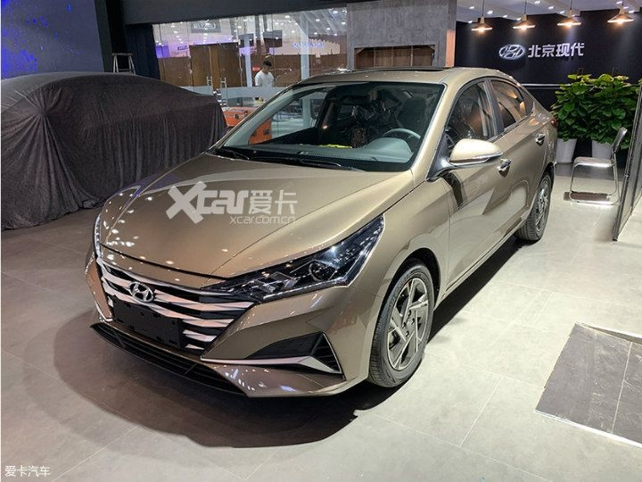 hyundai verna facelift spotted ahead of world premiere Hyundai Verna Facelift