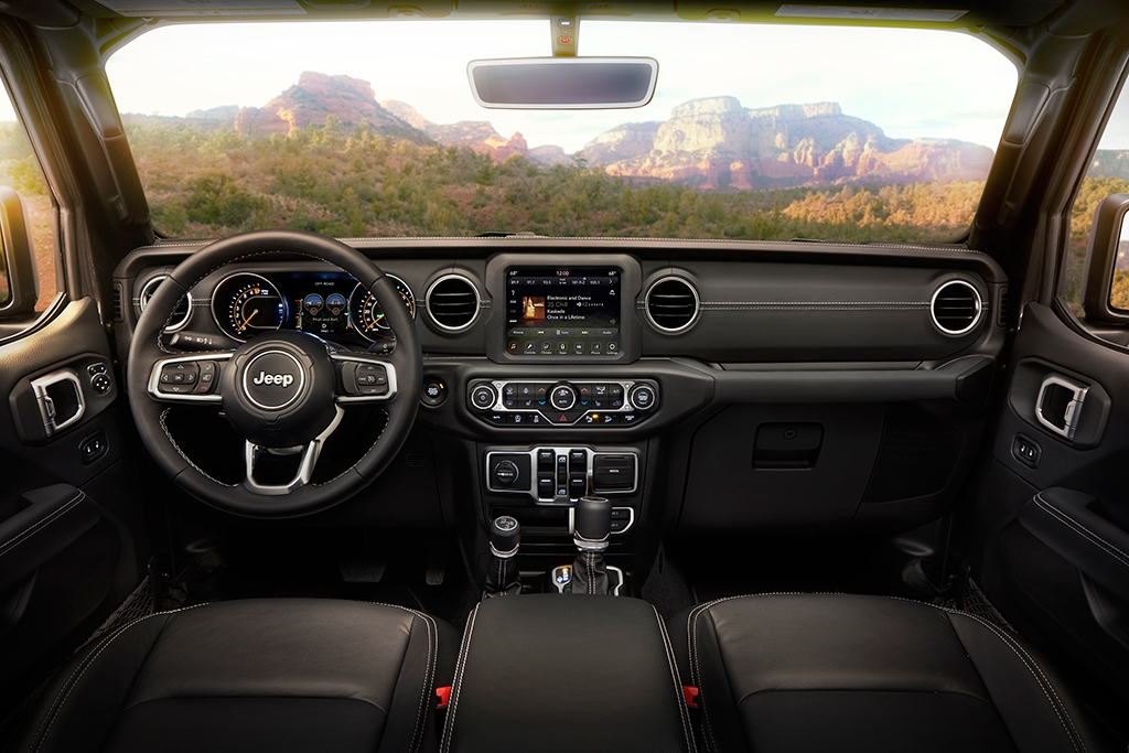 jeep gladiator vs jeep wrangler whats the difference Jeep Gladiator Interior