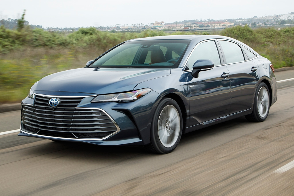 2019 toyota avalon hybrid new car review autotrader Toyota Avalon Hybrid Limited