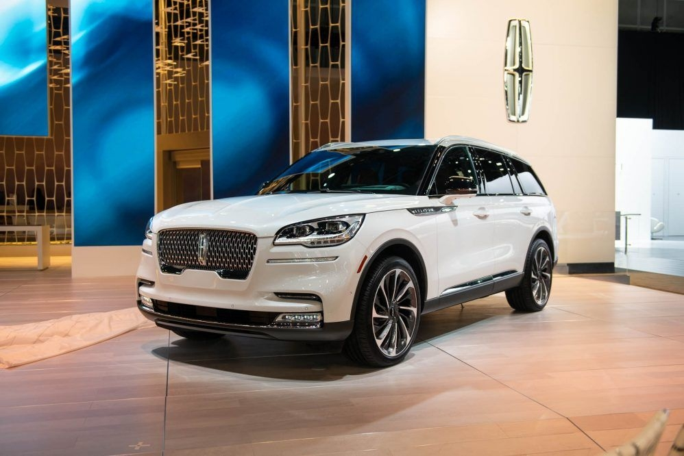 an all new platform and a range topping 400 horsepower Lincoln Aviator Vs Acura Mdx