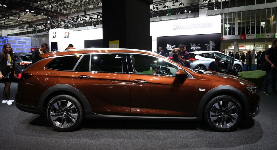 opel insignia country tourer rides high into frankfurt Opel Insignia Country Tourer