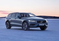 volvo purposely blurs the wagonsuv line with the v60 cross Volvo V60 Cross Country