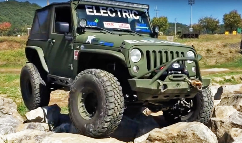 watch these electric jeep wranglers put gas and diesel jeeps Electric Jeep Wrangler