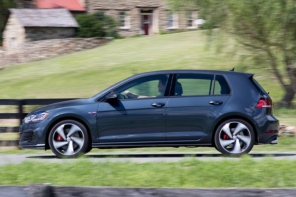2019 volkswagen golf gti new car review autotrader Volkswagen Golf Gti Se