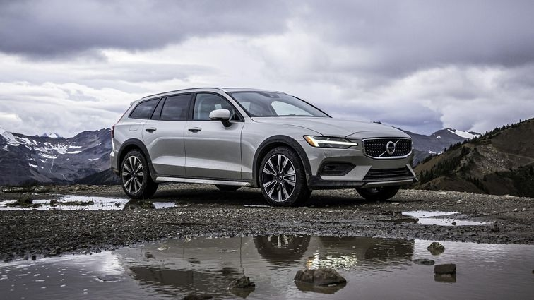 2020 volvo v60 cross country first drive review small Volvo V60 Ground Clearance