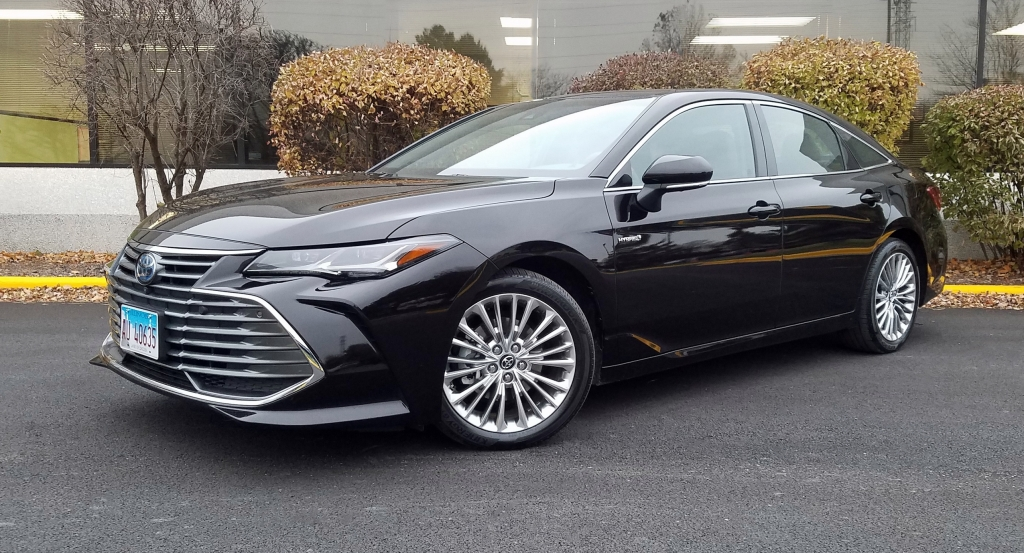 quick spin 2019 toyota avalon hybrid limited the daily Toyota Avalon Hybrid Limited