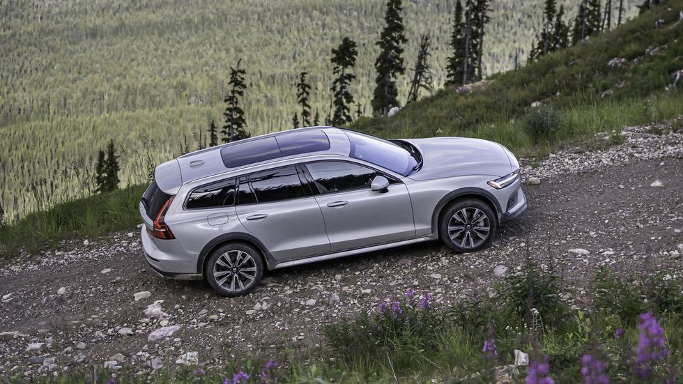 2020 volvo v60 cross country is as butch as it is beautiful Volvo Cross Country 2020