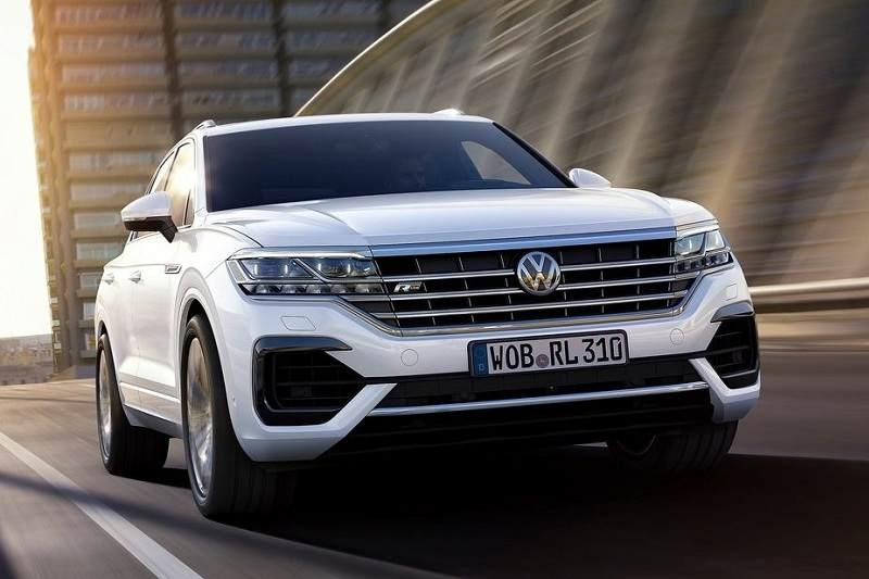 Newest 2019 volkswagen touareg suv unveiled pictures specs details Volkswagen Touareg Price In India 2020 Release Date